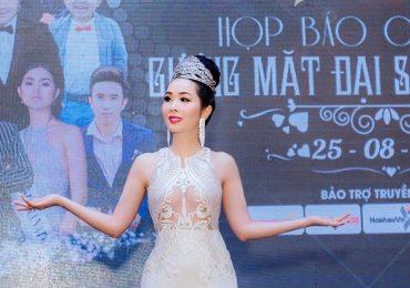 Hoa hậu Vivian Trần diện đầm xẻ tôn đường cong chữ S 'bốc lửa'