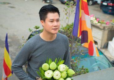 Quang Dũng tặng đĩa hát về mẹ trong các chùa nhân mùa Vu lan