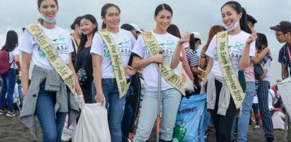 Phương Khánh cùng hàng ngàn người dân Philippines xuống biển dọn rác