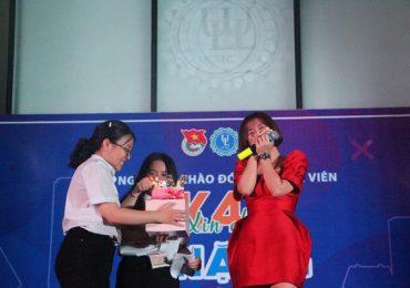 Văn Mai Hương khiến chương trình gián đoạn vì bất ngờ bật khóc nức nở
