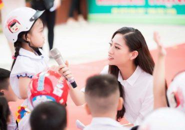 Hoa hậu Lương Thùy Linh trở thành Đại sứ chiến dịch 'Đội mũ cho con trọn tình cha mẹ'