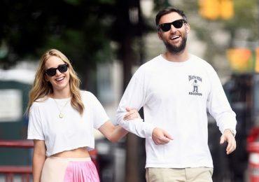 Jennifer Lawrence đến nơi đăng ký kết hôn