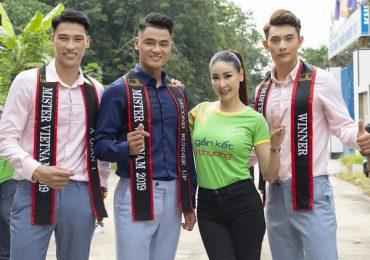Hoa hậu Hà Kiều Anh cùng dàn trai đẹp đến thăm người già neo đơn