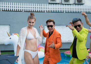 Hồ Việt Trung chơi trội mời 'Thiên thần nội y' Nam Phi đóng MV