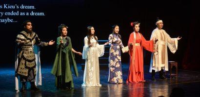 NSND Hồng Vân chinh phục khán giả Hà Nội với 'Ngẫm Kiều'