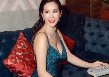 Hoa hậu Thu Hoài mặc xẻ cao, khoe vóng dáng nóng bỏng