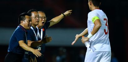 HLV Park giục Ngọc Hải về phòng ngự sau khi ghi bàn