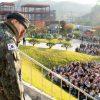 G-Dragon bật khóc, cúi gập người chào 3.000 fan ngày xuất ngũ