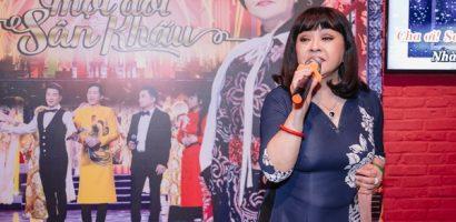 Danh ca Hương Lan 'trả nợ' fans khắp thế giới