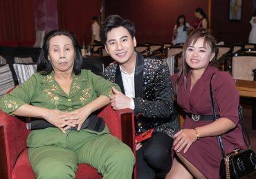 Ngọc Châu đến tận nhà đưa nghệ sĩ Hoàng Lan đi xem liveshow