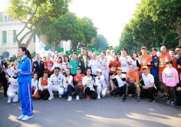 Diễn viên Thanh Hương, Hồng Diễm cùng nhóm diễn viên 4 '13 nữ tù' chạy từ thiện