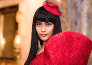 Trương Thị May diện váy đỏ rực đón Noel