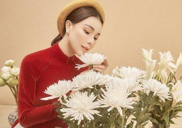 Trà Ngọc Hằng biến hoá với áo dài truyền thống, xinh đẹp như nàng thơ