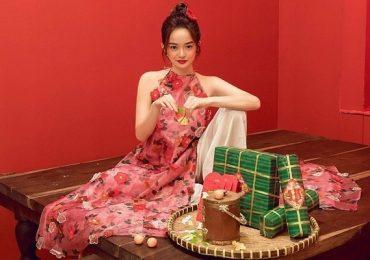 Khoác lên mình chiếc áo dài cổ yếm nữ tính, Kaity Nguyễn hóa thân thành nàng thơ đất Kinh Kỳ