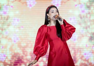 Trà Ngọc Hằng mang 2 phong cách thời trang đối lập cùng xuất hiện tại sự kiện