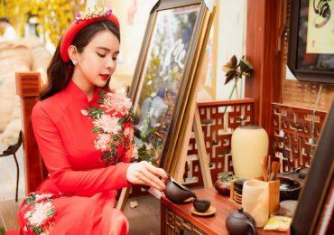 Huỳnh Vy toả nắng khi diện áo dài xuống phố ngày Tết