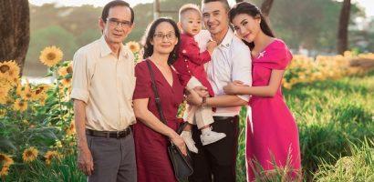 Con trai của Lương Thế Thành – Thúy Diễm diện áo dài, chụp ảnh Tết cùng bố mẹ và ông bà