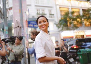 H'hen Niê chia sẻ về giáo dục nữ sinh Việt Nam cùng YouTuber có 18 triệu theo dõi