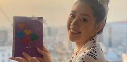 Hoa hậu Khánh Vân tự tay làm thiệp tặng mẹ nhân ngày 8/3