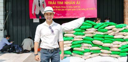 Nguyên Khang tổ chức chương trình 'Trái tim nhân ái', tặng gạo cho người nghèo