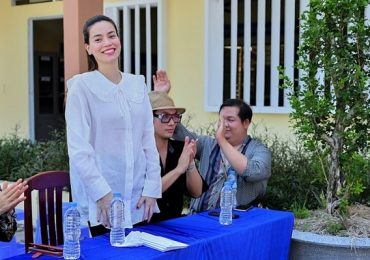 Hồ Ngọc Hà cùng mẹ về Long An trao tặng máy lọc nước, khép lại hành trình mang nước sạch đến miền Tây