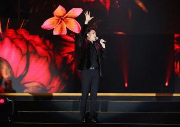 Dương Triệu Vũ gửi lời tri ân đội ngũ y bác sĩ và quân nhân trong đêm nhạc 'Khi ta sống'