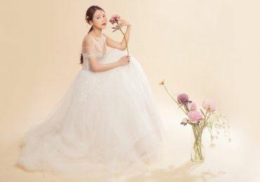 Sam lần thứ 2 mặc váy cô dâu, chờ đợi chú rể xuất hiện