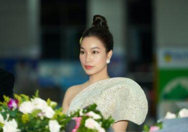 Trở lại sau dịch COVID-19, Á hậu Coco Thùy Dung gợi cảm khi làm giám khảo thời trang