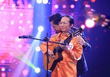 Ngọc Sơn khóc nức nở trước màn biểu diễn của nhạc sĩ Hà Chương