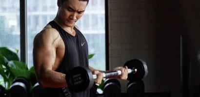 'Mài mình' trong phòng gym, Nam vương Lương Gia Huy bị đồn chuyển sang làm PT