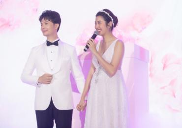 Hé lộ khoảnh khắc vỡ òa của Thúy Vân khi công bố giới tính em bé trong tiệc cưới