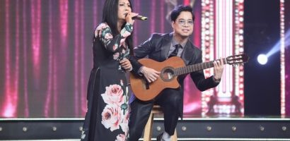 Ngọc Sơn đệm đàn cho danh ca Họa Mi hát ngay tại sân khấu 'Tuyệt đỉnh Bolero 2020'