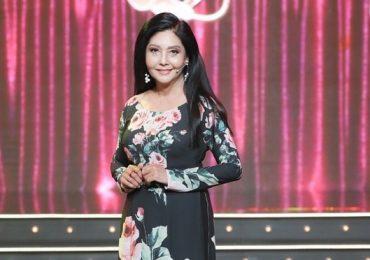 Danh ca Họa Mi diện áo dài khoe nét đài cát khi làm giám khảo ở tuổi 65