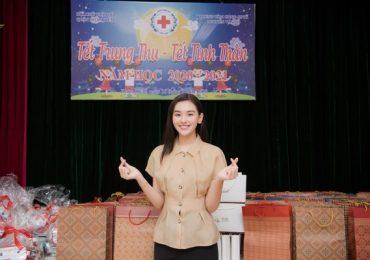 Á hậu Tường San cùng mẹ làm thiện nguyện ở Hà Nội