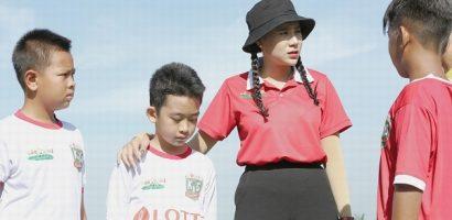 Cầu thủ nhí 2020: Hồ Bích Trâm liên tục căng thẳng với HLV Nguyễn Hồng Sơn