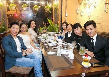 Sao Việt đội mưa đến ủng hộ MC Nguyên Khang 'lên chức'