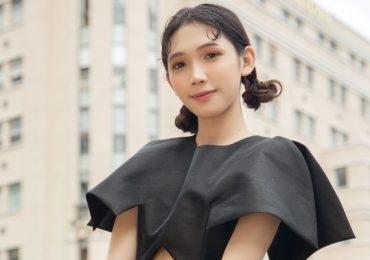 Hot tiktok Triệu Vi bất ngờ xuống phố với phong cách nữ tính