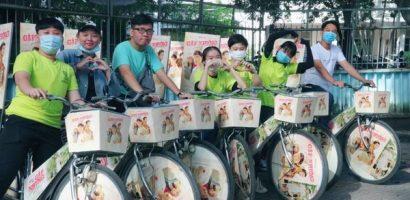 Fan tổ chức đạp xe diễu hành mừng Hiền Hồ 'tái xuất'