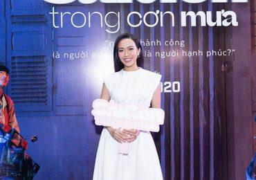 Wowy, Diệu Nhi, cùng dàn sao … khen Sài Gòn trong cơn mưa hết lời