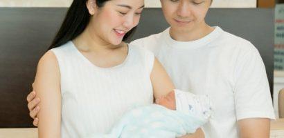 Con trai đầu lòng của Á hậu Thúy Vân nặng 3,5kg khi chào đời