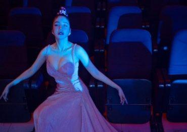 Elly Trần gây ấn tượng với phong cách Nữ thần rắn khi lần đầu làm MC show âm nhạc