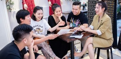 Lê Phương, Trương Quỳnh Anh, Kha Ly thân thiết trong buổi thử trang phục của NTK Minh Châu