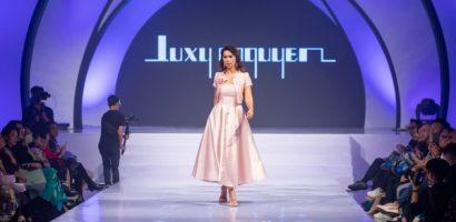 Siêu mẫu Hà Anh thần thái 'ngút ngàn' mở màn sàn catwalk International Fashion Week