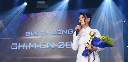 Trang Trần nhận giải thưởng Chim Én 2020 vinh danh tấm lòng thiện nguyện