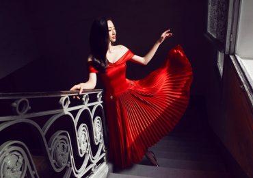 Hoa hậu Lương Thùy Linh yêu kiều trong thiết kế mới của Đỗ Long