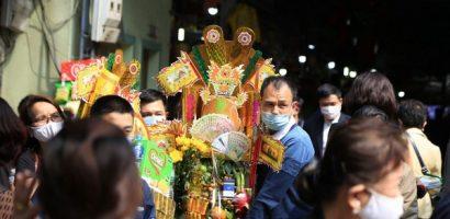 Tái diễn cảnh xức dầu tượng hổ ở chùa Hương Tích
