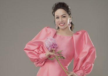 Nhật Kim Anh trẻ trung với áo dài đơn sắc cách tân