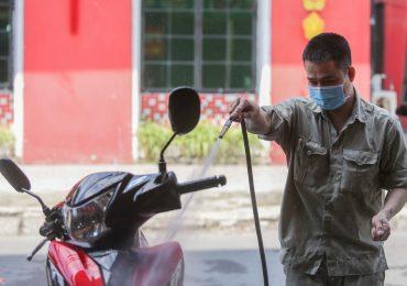 Lượng khách giảm nhưng giá rửa ôtô, xe máy vẫn tăng vọt ngày giáp Tết