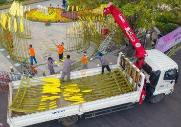 500 công nhân tháo dỡ đường hoa Nguyễn Huệ