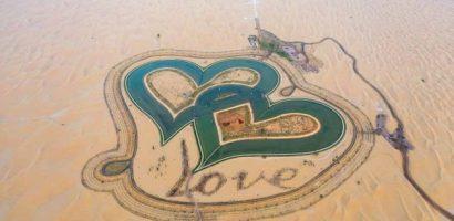 Hồ hình trái tim trên sa mạc ở Dubai